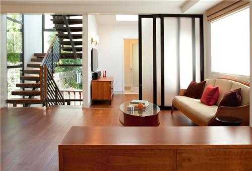 客厅隔断墙四种材质介绍  客厅用玻璃推拉门做隔断可谓是好处多多,在